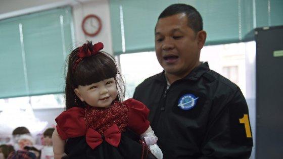 Thailandia, impazzano le bambole-angelo. E tra superstizione e fede, spacciatori le sfruttano