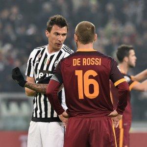 """Roma, De Rossi chiede scusa: """"Dispiace per chi si è sentito offeso"""""""