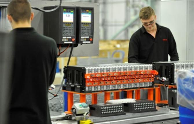Nissan, batterie per le auto elettriche made in England