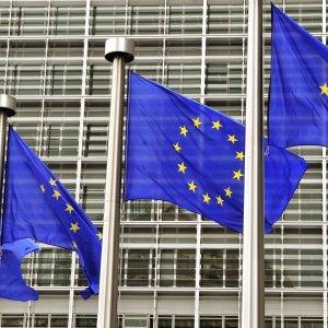 """Schengen,  Ue: """"Ci sono 'serie carenze' a frontiere greche"""". Renzi contro l'asse franco-tedesco"""