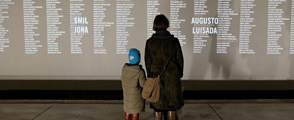 """Giorno della memoria, Mattarella: """"Ancora rischi antisemitismo. No a nuovi muri"""". Renzi: """"Mai più"""""""