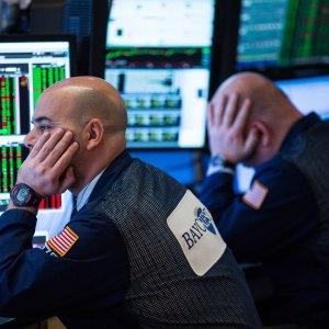 Le Borse Ue chiudono in rosso, le banche affossano Milano: -3,5%