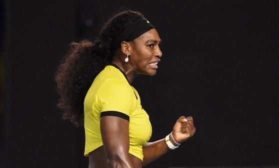 Tennis, Australian Open: Djokovic perfetto, Federer si arrende