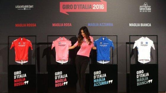 Giro d'Italia, presentate le maglie: Giorgia Palmas la madrina