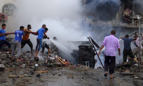 Yemen, Stato islamico rivendica autobomba davanti palazzo presidenziale: 8 morti