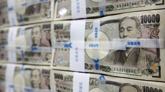 Il Pil Usa rallenta: +0,7% nel quarto trimestre. La Banca del Giappone porta i tassi in negativo