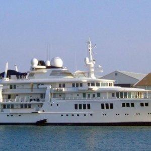Cayman, distrutta la barriera corallina: colpa dello yacht del magnate di Microsoft