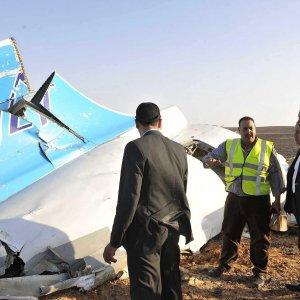 Aereo russo abbattuto, meccanico EgyptAir sospettato di aver messo bomba a bordo