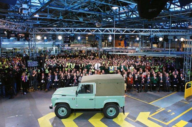Land Rover, ciao ciao Defender, il mito dei 4x4 va in pensione dopo 68 anni