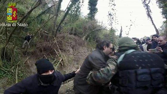 'Ndrangheta, arrestati superlatitanti Ferraro e Crea: erano nascosti in un bunker