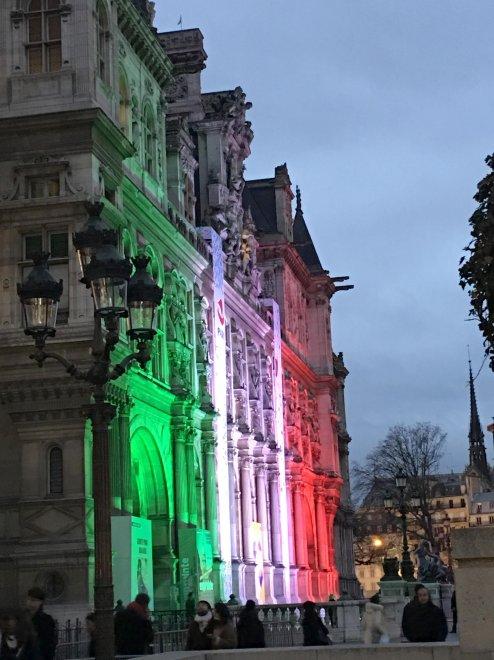 I 60 anni del gemellaggio con Roma, Parigi s'illumina col tricolore  italiano