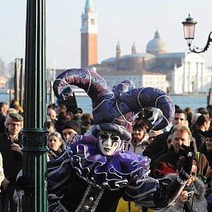 Venezia, giù le maschere per il Carnevale: varchi e controlli in piazza San Marco