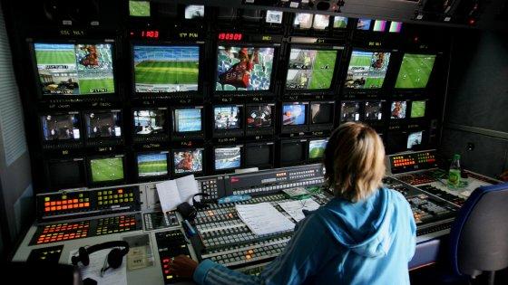 """Le telefonate Infront-Mediaset: """"Così ci prendiamo il calcio"""""""
