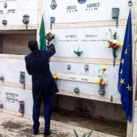 Renzi a Ventotene, omaggio alla tomba di Altiero Spinelli