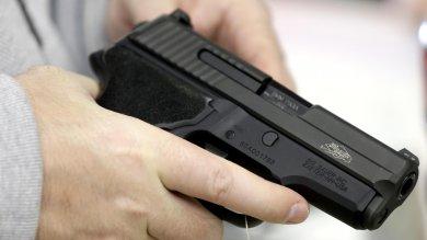 Facebook,  subito stop alla vendita di armi tra privati in Usa sui siti del social network