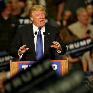 Sondaggi Iowa, Trump in testa tra i repubblicani. Clinton e Sanders pari tra i democratici