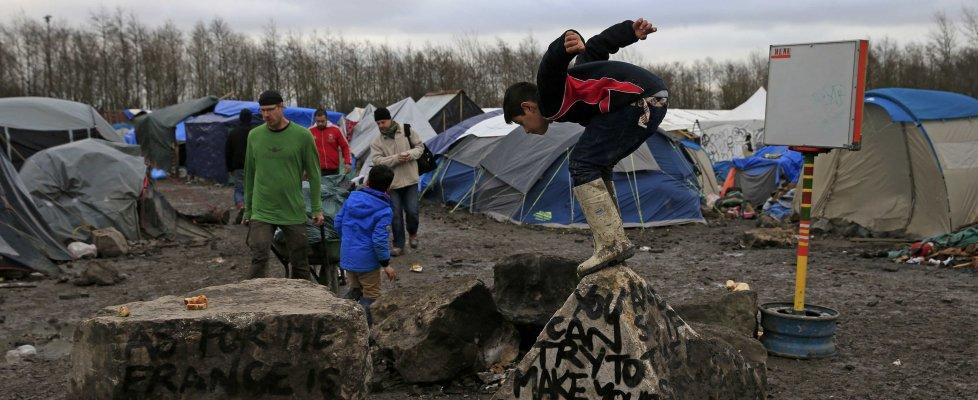 Migranti: Calais, viaggio al termine dell'Europa