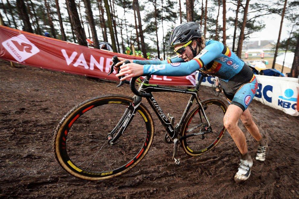 Bici col motorino: frode della campionessa belga ai mondiali Under 23 di ciclocross
