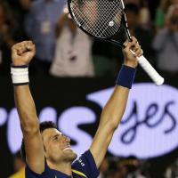 Tennis, Djokovic batte Murray: trionfo agli Australian Open