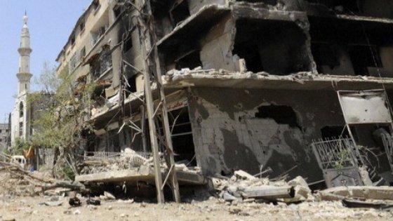 Siria, tre esplosioni vicino a mausoleo sciita: almeno 70 morti. Is rivendica l'attentato