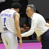 Basket, Brindisi esce dalla crisi. Sassari va ancora ko