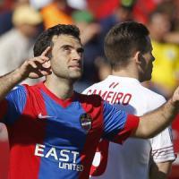 Spagna: primo gol inutile per Rossi, Levante ko a Siviglia. Il Real Madrid ne fa sei