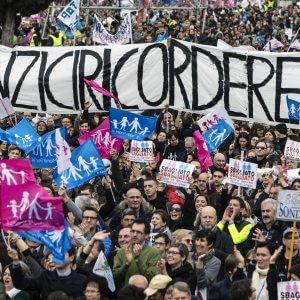"""Family day, gli organizzatori: """"Appello alla coscienza cattolica di Renzi"""".  Pd: """"Rispetto per piazza, faremo buona legge"""""""