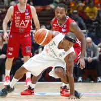Basket, impresa Avellino: Milano cade in casa dopo tre anni, Reggio l'aggancia in vetta