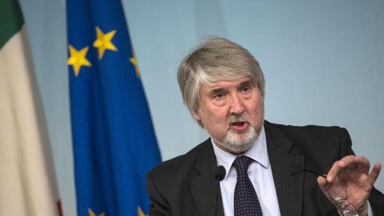 """Poletti: """"Reddito minimo di 320 euro al mese per un milione di poveri con minori"""""""