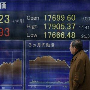 Borse deboli dopo la nuova frenata cinese. Giù il manifatturiero europeo