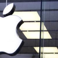 Apple conferma il primato tra i marchi, crollo di Volkswagen