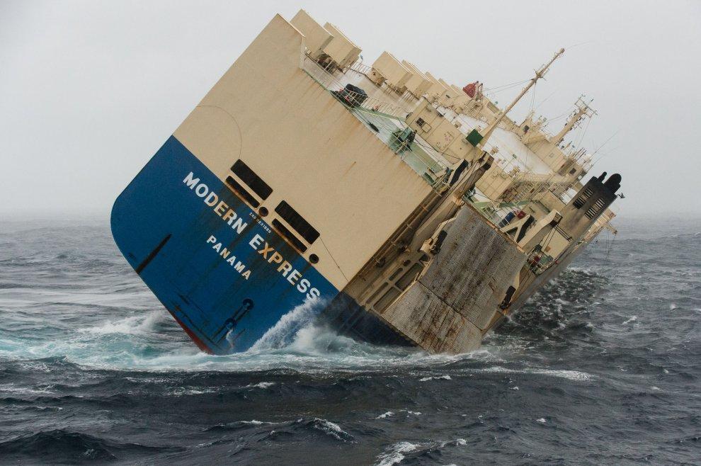 Francia, cargo alla deriva: riuscita operazione rimorchio