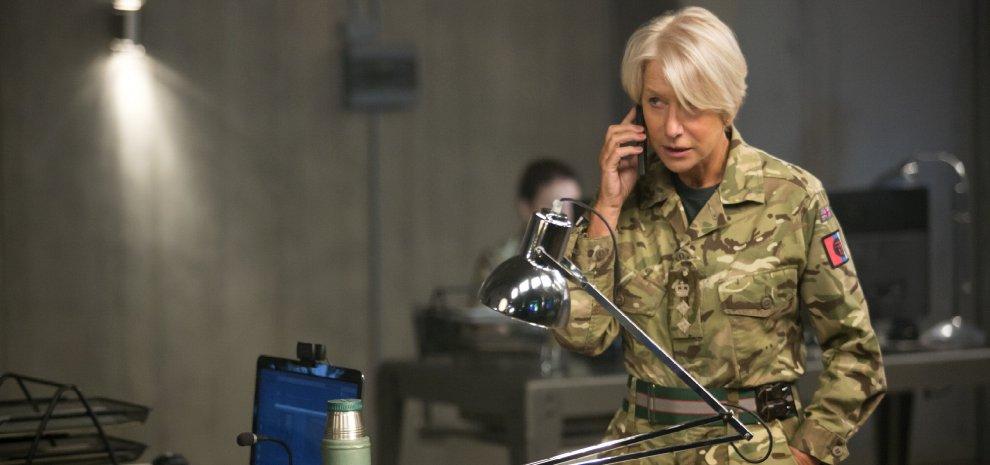 """Helen Mirren, un donna contro i terroristi: """"La guerra oggi trascende i sessi"""""""