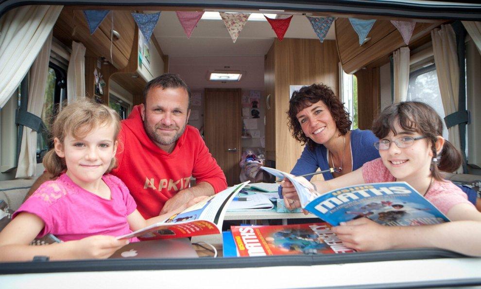 Gb, lasciano tutto per viaggiare in camper: la scelta on the road della famiglia Meek