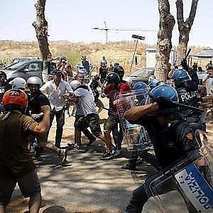 """La polizia """"promuove"""" CasaPound: """"La violenza? Colpa dei centri sociali"""""""