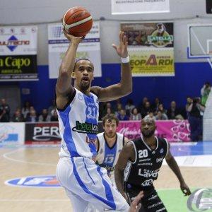 Basket, Bologna crolla in Sicilia. Capo d'Orlando non è più ultima