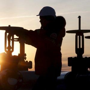 Borse in rosso con il calo del petrolio. Piazza Affari perde il 3% con le banche