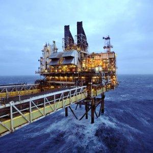 Il crollo del petrolio azzera l'utile di Bp, 7mila tagli