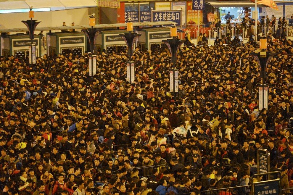 Cina, neve record: 100mila viaggiatori bloccati in stazione
