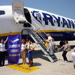 Ryanair taglia 600 posti di lavoro e accusa il governo e Alitalia