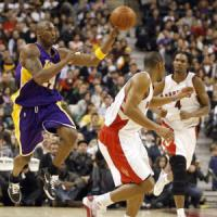 Basket, Nba: Bryant trascina i Lakers, bene Toronto e Boston
