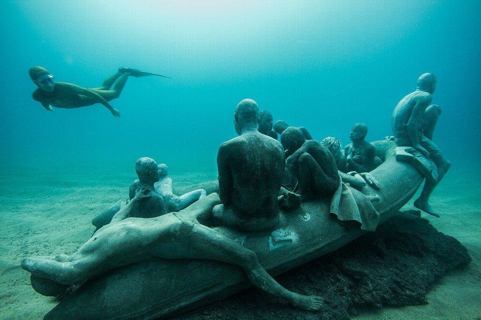 """Canarie, """"La zattera di Lampedusa"""": omaggio ai migranti nel museo sottomarino"""