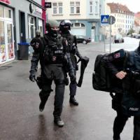 """Germania, tre arresti per attentati in preparazione a Berlino. Polizia: """"Alta minaccia"""""""
