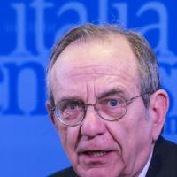 """Banche, Padoan: """"Serve fase transitoria sul bail-in"""""""