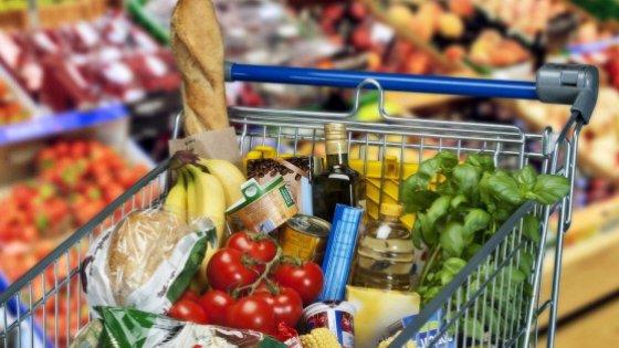 Spesa: italiani disposti a pagare di più se la confezione è anti-spreco