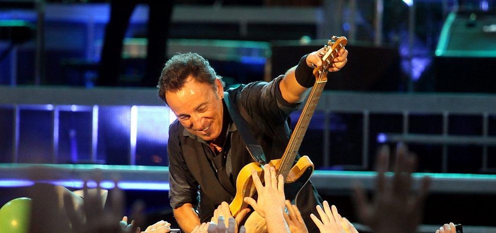 """Bruce Springsteen in Italia, è polemica sui prezzi dei biglietti. I fan: """"Troppo alti"""""""