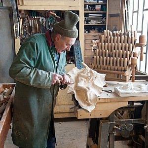 A lezione di intaglio: quando l'artigiano sale in cattedra