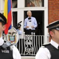 """Assange, Londra e la Svezia respingono arbitrato Onu: """"Nessuna detenzione illegittima"""""""