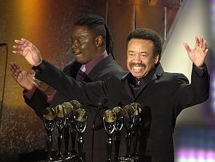 Addio a Maurice White, 40 anni di Earth, Wind & Fire