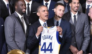 Basket, Nba: Bryant spinge ancora i Lakers, Obama rende omaggio ai Warriors